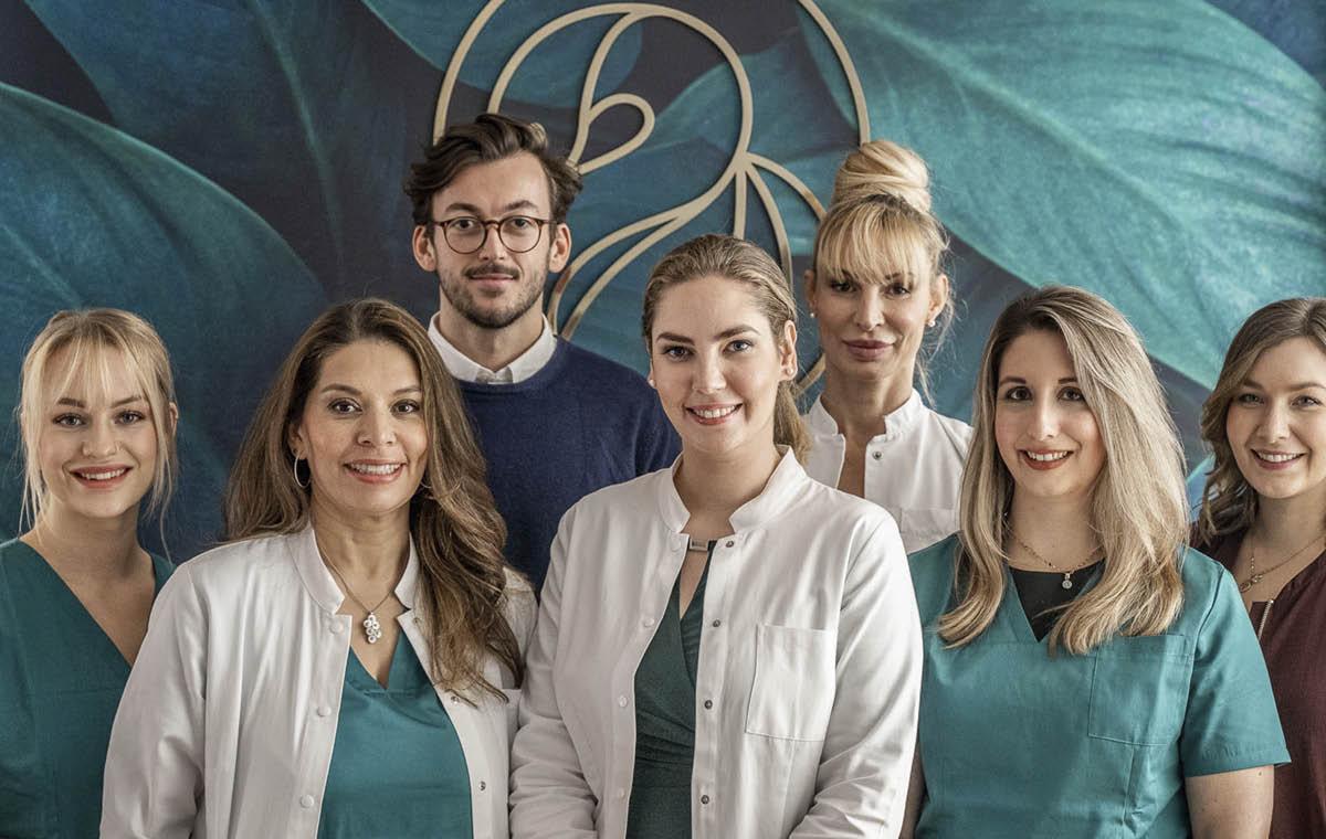 Dr Lipp und Team der ästhetischen & plastischen Chirurgie Praxis in München